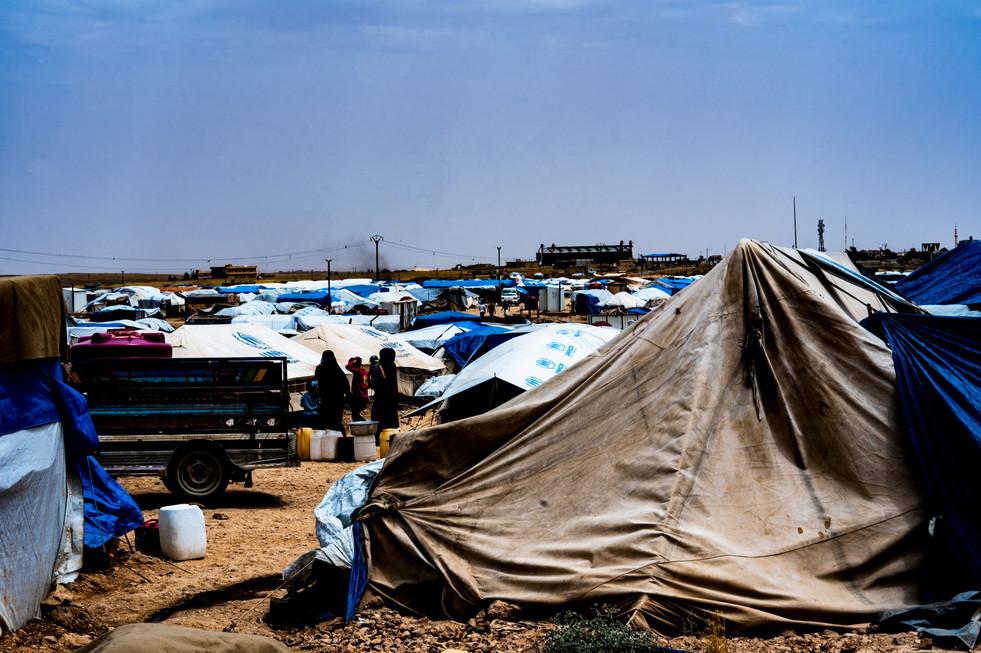 Refugees outside of ar-Raqqah