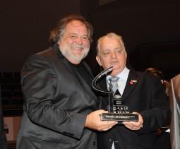 Gustavo recebe Troféu JK por contribuição ao desenvolvimento
