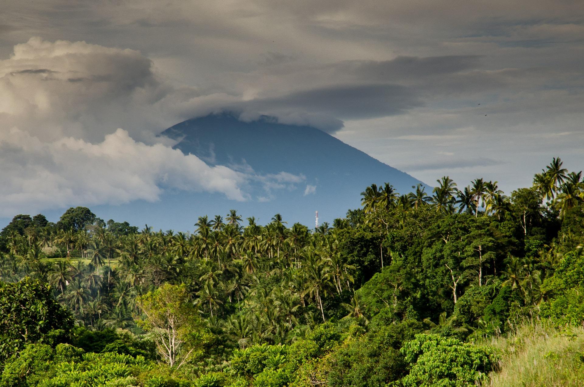 volcano-384667_1920