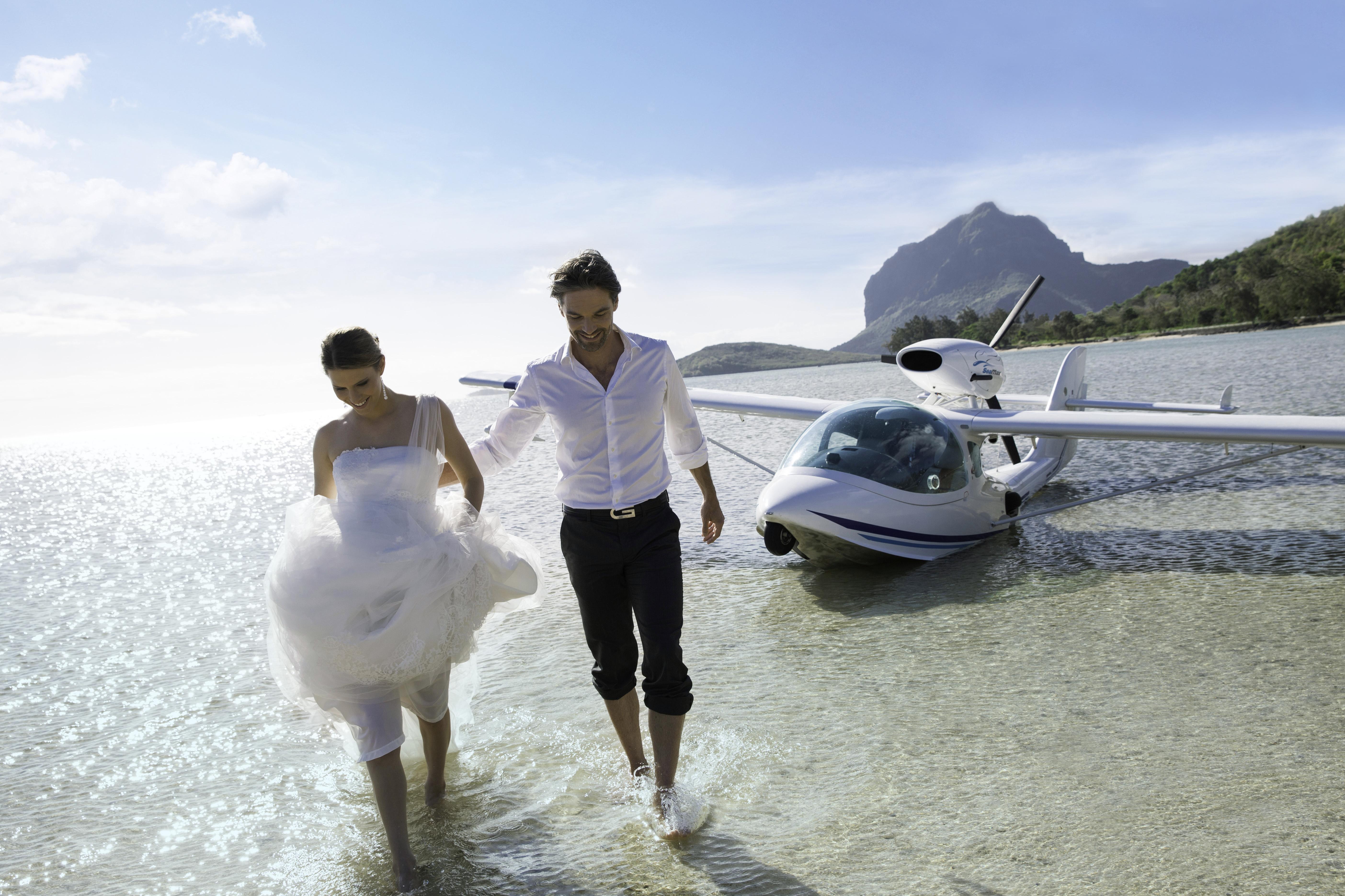 HLT-Lifestyle-7-Beach-Wedding
