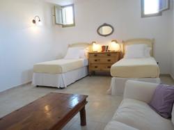 9.+Elia+downstairs+sitting+room-bedroom.JPG