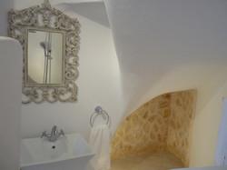 11.+Elia+downstairs+bathroom.JPG
