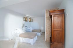 11. Twin bedroom.jpg