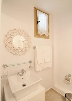 14. Lower ground floor shower & WC.jpg
