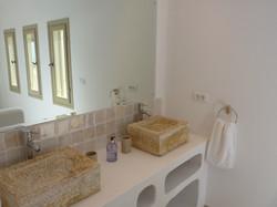 6.+Elia+bathroom.JPG