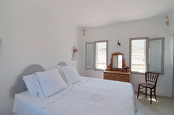 8.Upper groundfloor bedroom with superking bed.jpg