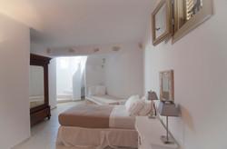 12. Twin bedroom.jpg