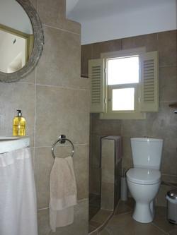 5. shower & WC.JPG