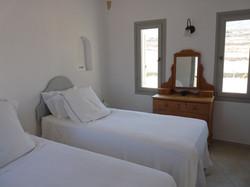 10. upper groundfloor bedroom with twin beds instead of superking.JPG
