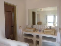 4.+Elia+bathroom.JPG