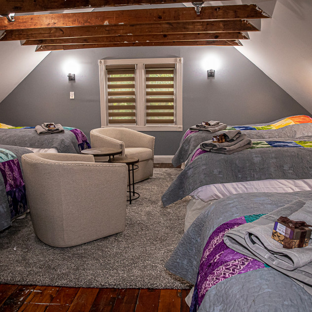 Bedroom with 4 twins, 1 full bed