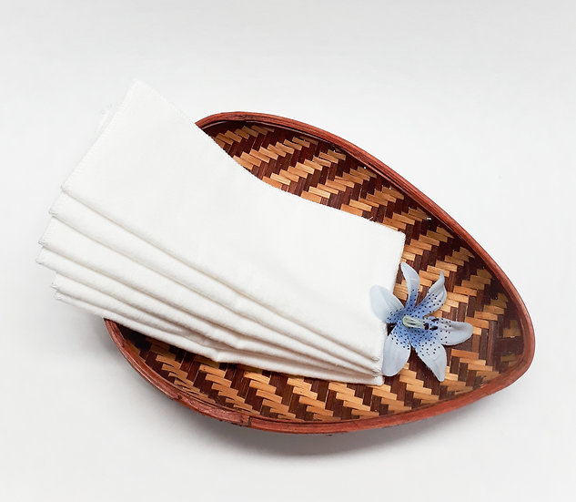 Set of 100% cotton reusable wipes of white color front view