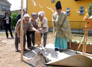 片瀬のひらいた家  地鎮祭