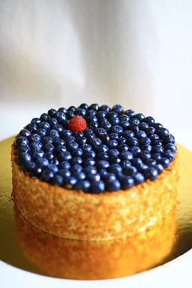 """Торт """"Творожный с голубикой и ягодами"""""""