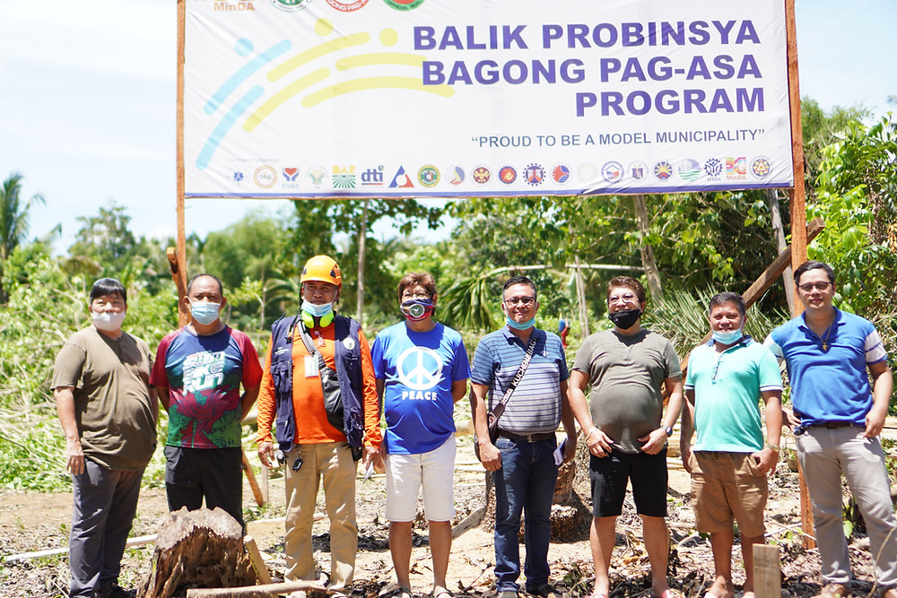 The local team of Balik Probinsiya, Bagong Pag-Asa headed by Kauswagan Municipal Mayor Rommel Arnado pose in the actual site of the project located in a 6-hectare land in Barangay Tacub which was committed by the LGU as counterpart to the project that will host 200 beneficiary families. The local team will be part of the project management office (PMO) that will oversee the execution of the project. (Photo: HRS Media)