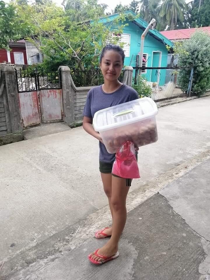 Pageanthology - 101 Philippines posted a photo of 2020 Miss Sinulog Queen Monika Afable reportedly selling 'siakoy' in Borongan City. (Photo: Pageanthology 101 Philippines)