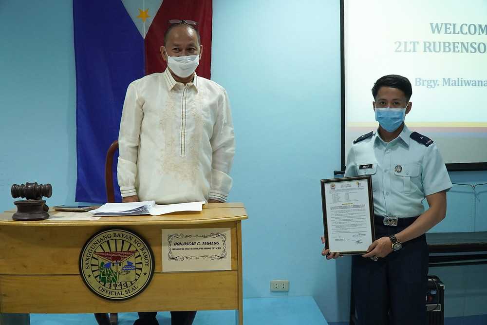 Baroy Vice-Mayor, Dr. Oscar Tagalog lead the Sangguniang Bayan in recognizing and honoring PMA 2/Lt. Rubenson Abgao of Maliwanag, Baroy, Lanao del Norte. (Photo: J.Umaran/HRS Media)