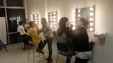 La Lips Academy Of Make-Up organizza corsi professionali dedicati a chiunque voglia fare del make-up il proprio lavoro o chiuque abbia una passione per questo mondo.   I corsi, con programmi su tutti i livelli del make-up, sono aperti a tutti con rilascio di attestato di frequenza.