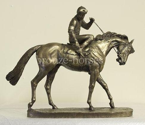 """Bronzefigur """"Auf der Parade"""""""