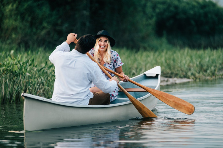 Vancouver-engaged-couple-paddling-boat-l