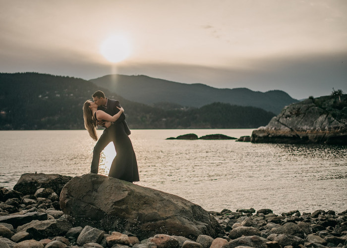 Vancouver-engaged-couple-kissing-dipping