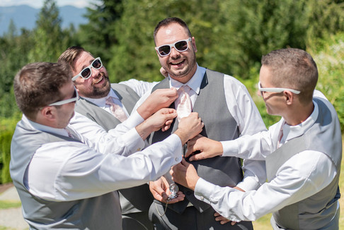 groom_with_his_friends_on_his_wedding_da