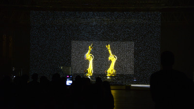 Multimedia show with robots