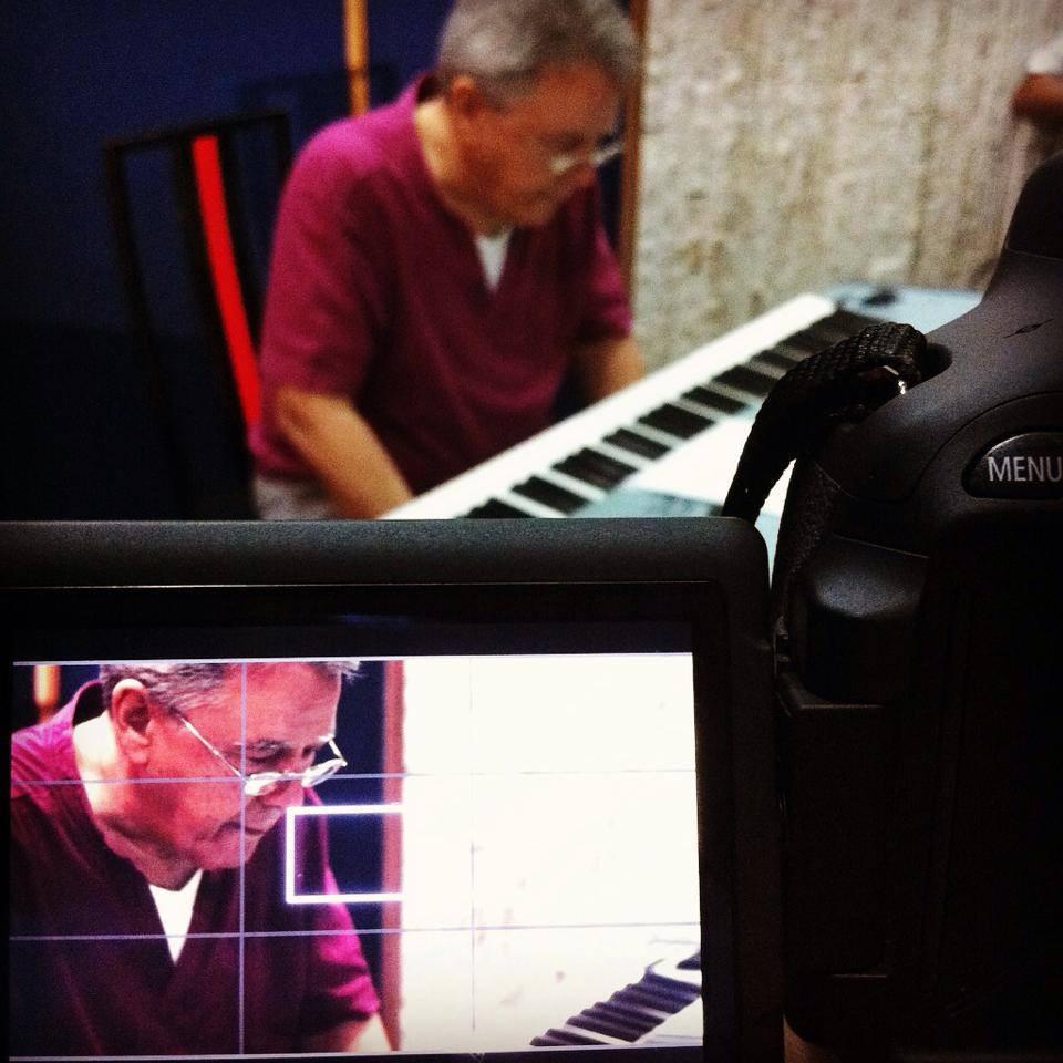Jota Moraes gravando os Pianos