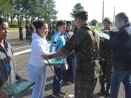 8ª Brigada de Infantaria Motorizada doou kits de material escolar ao IMDAZ