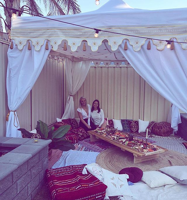 Gypsy Tent with long table + graze