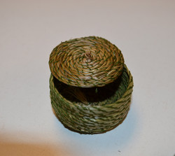 Six Nations Weaving with Sweetgrass 04