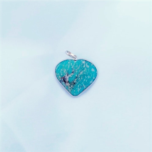 Pingente coração em pedra amazonita.