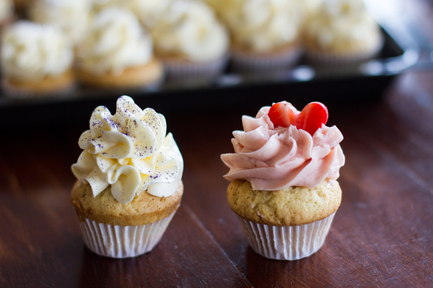 Vanillu Cupcakes með Sviss Marengs kremi