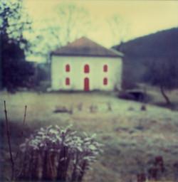 maison volets rouges