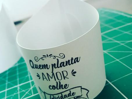 Personalizando um vasinho de plantas! E tem arquivo grátis!!