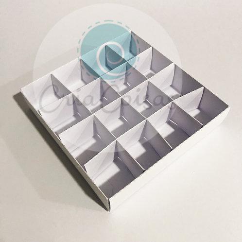 Caixa com tampa com 16 nichos para doces fino 14x14x3cm