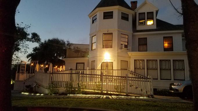 Hotchkiss house at night.jpg