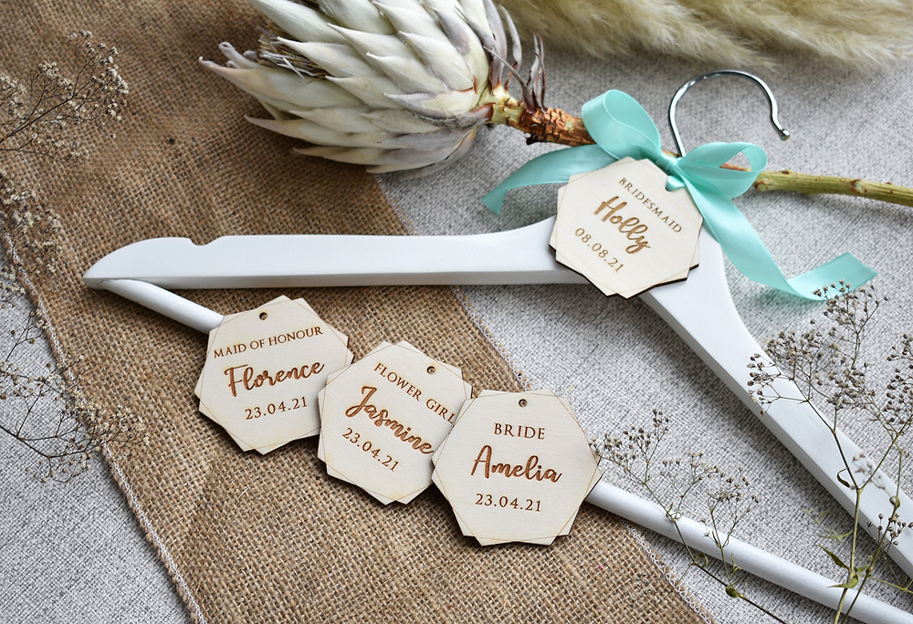wooden hanger name tag | wedding name tags | ecofriendly wedding