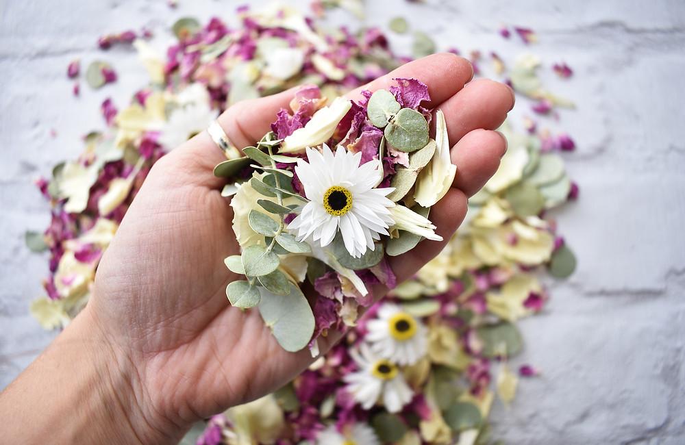 Natural Confetti | Biodegradable Confetti | Wedding confetti