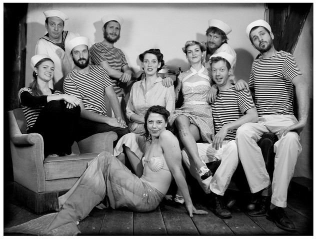 The full Seamen Orchestra, with Bluenettes and the fish lady