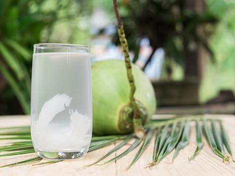 Você sabe o que a água de coco pode fazer por você?