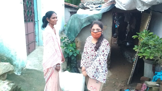 COVID-19 pandemic: Social    organisations provide food to                   needy