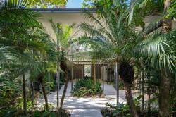 Tropical-Beach-House-3
