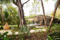 Tropical-Beach-House-4