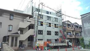 ☆☆現場便り☆☆東淀川作業所は当初予定通り 外部足場の解体に入りました。近隣への飛散等無いよう 慎重に進めます。