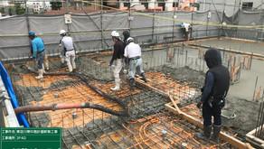 ☆☆現場便り☆☆東淀川作業所は6月28日にマスター工程より、4,5日遅れで3階のコンクリート打設しました。あと2回のコンクリート打設までに遅れを挽回を目指します。又1階に朝礼広場と休憩所が出来ました。