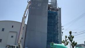 ☆☆現場便り☆☆ 黒門町作業所は躯体コンクリートを打ち上げ、内装工事を進めています。2,3階はボード貼、4,5階はユニットバス置床 6階断熱工事、7階耐火間仕切り、外部はタイル貼中です。
