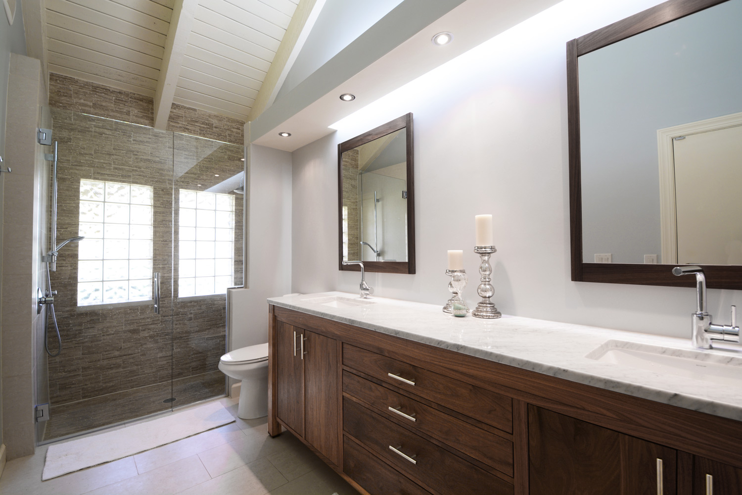 Master Bathroom Vanity 01