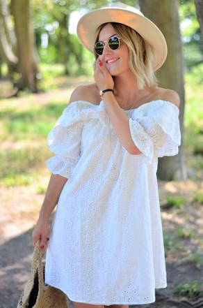 Robe blanche et chapeau blanc