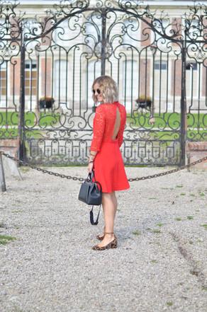 Robe rouge dentelle